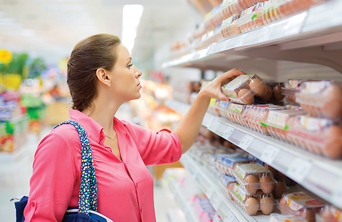 Woman-buying-eggs-in-grocery-store
