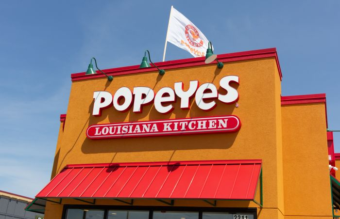 Popeyes-Louisiana-Kitchen-sandwich