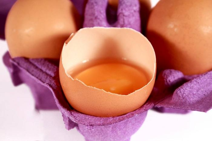 brown-cracked-eggs